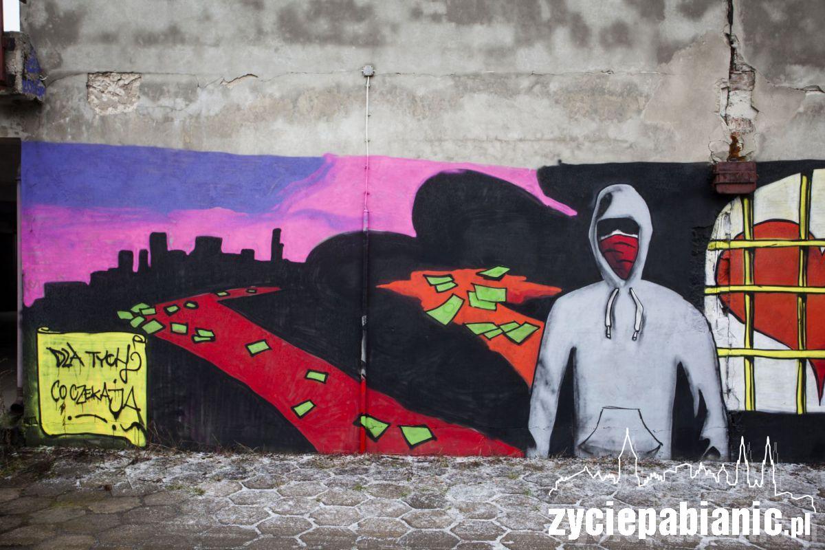 Przybywa graffiti, napisów (niestety wulgarnych) i murali