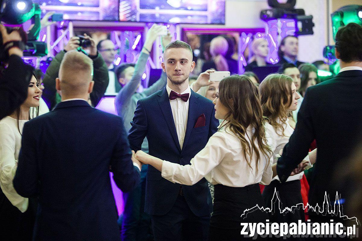 Licealiści zatańczyli poloneza