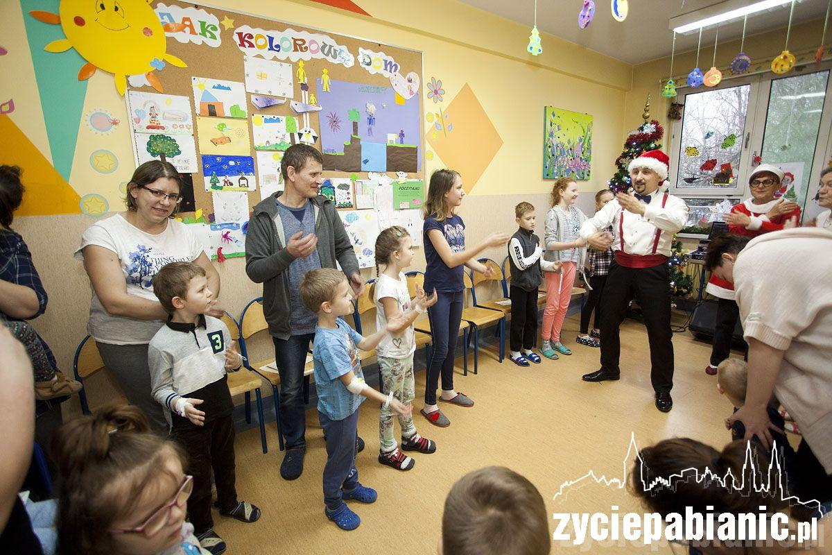Mikołaj odwiedził dzieci w pabianickim szpitalu