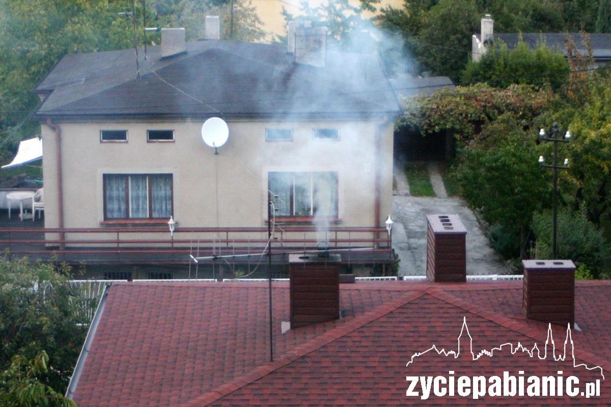 Dym z komina nad Pabianicami Życie Pabianic