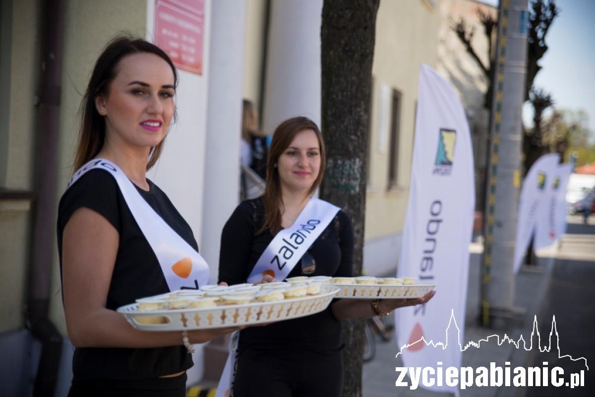 Hostessy Zalando rozdają babeczki w Tuszynie, Życie Pabianic