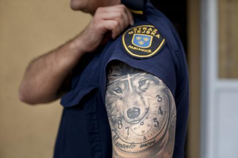 Tatuaż W Pracy Strażnika Miejskiego Nie Jest Przeszkodą